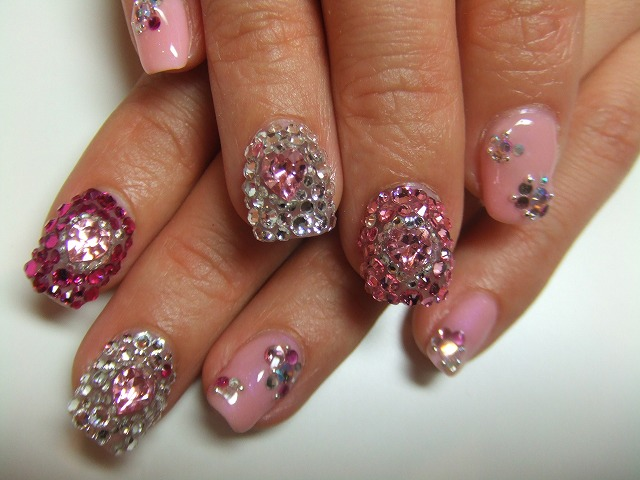 scarlet-nails-1
